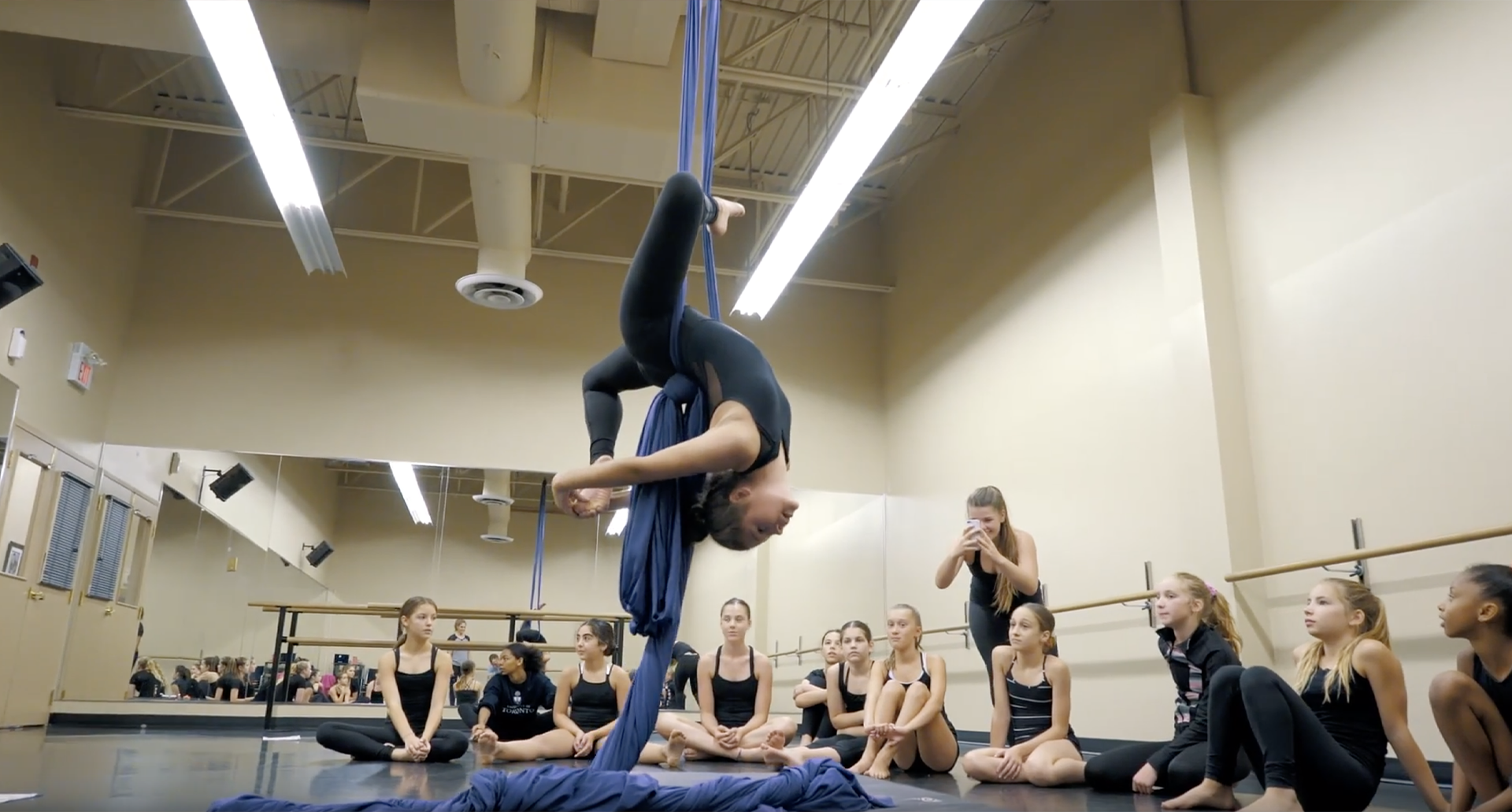 oakville-academy-for-the-arts-acro-summer-camp